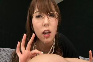 波多野結衣 メガネをかけたインテリ美乳痴女がカメラ目線で卑猥な淫語責め!