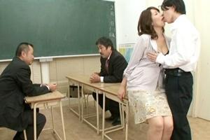 翔田千里 学校の三者面談でお母さんと息子がガチ近親相姦!中出しされる巨乳熟女
