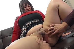 わがままボディな爆乳ムチデブ現役女子大生がAVデビュー!ハミ乳しながら手コキ!