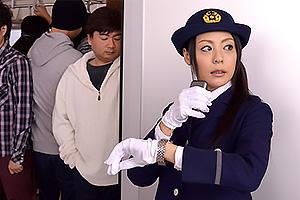 愛田奈々 取り締まるはずが痴漢の虜になっちゃう巨乳人妻車掌の制服姿で手マンしながら濃厚フェラ!
