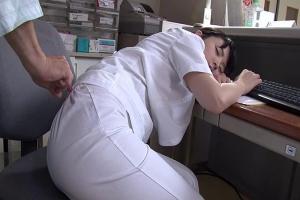 向井藍 看護師さんが居眠りしてるところ夜這いしてセックスしてみた!美女ナースって良いね