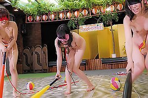 ビキニ美女がゲームでポロリ罰ゲームでM字開脚バイブ電マ責めで潮吹き絶頂