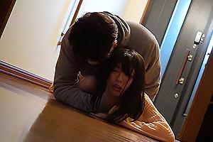有坂深雪 黒髪の可愛い少女に無言で迫る怪しい男!嫌がる少女を押さえつけ孕ませ中出しファック!