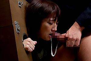 神咲詩織 潜入捜査していた美女が捕まり、拘束されたままイラマチオ!気が付けば快楽に落ちていく