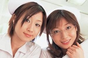 三浦萌 川上ゆう 美人看護師が顔面騎乗位&手コキフェラで勃起チンコをお世話する
