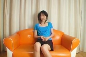 美人なお姉さんにセンズリ鑑賞やってみた!次第におマンコをソファーの角に擦っていく
