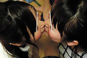小川桃果 通野未帆 王様ゲームでレズキスや唾飲ませたりしてたらどんどん命令が過激に