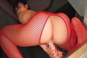 篠田ゆう 赤網タイツのエロ美尻お姉さん、うんこ座り騎乗位で杭打ちディルドオナニー!