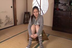 渡辺千紗 ウブな美乳娘が彼氏いるのにAVデビュー!恥じらいながらパイパン披露する姿が激エロ