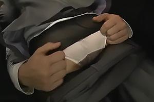 羽田璃子 ムチムチのパンツスーツOLが満員電車で痴漢に!勃起チンポを擦り付けられ強制フェラ!