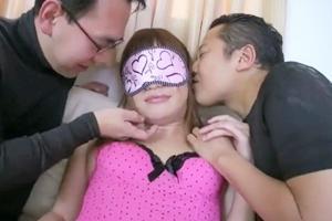 大島薫 美人ニューハーフがフェラ抜き!目隠しされおっぱいやチンポを弄られて感じる3Pセックス!