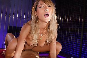 AIKA 浜崎真緒 美巨乳おっぱいの金髪黒ギャルが汗だく濃厚セックス!アヘ顔晒しながら杭打ち騎乗位