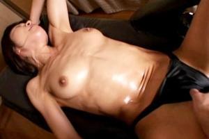 永瀬美月 筋肉熟女がハメ撮り!オイル塗った上半身や腹筋がテカテカになってエロく感じます