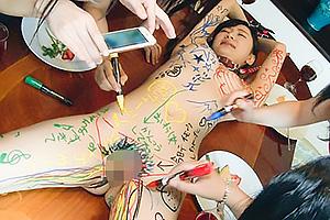 星川麻紀 スレンダー美女が全裸に落書きされアナルまんこ2穴バイブ同時責めを撮られる
