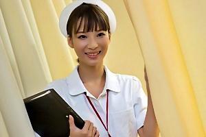 西内るな スレンダーな人妻看護師が患者の勃起チンコをフェラからの顔面騎乗位で全裸セックス