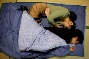 友田真希 巨乳熟女なお母さんと近親相姦!夜這いに来た女は息子に手を出し禁断の情事へ