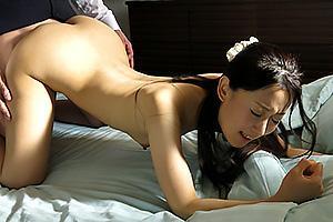 神田光 痴漢をしている夫の上司を目撃した人妻!言い寄られてNTRちんぽをぶち込まれる