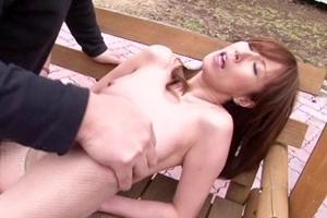 澤村レイコ お母さんが野外露出プレイ!公園で連続ピストンされて潮吹きする変態熟女