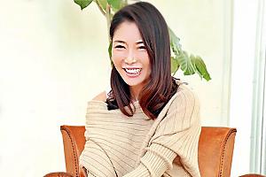 坂木奈生子 清楚なセレブ人妻がAV初撮りし若い男優の激太ピストンに自ら腰振り絶叫中出し!