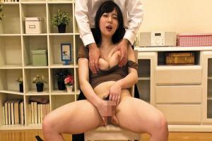 斉藤みゆ 敏感巨乳美女が乳首ローターでいじられながらオナニーして絶頂