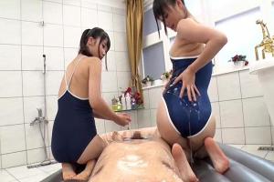 なつめ愛莉 宮崎あや スク水姿の美少女ソープ嬢コンビがローションまみれで過激な性サービスを提供!