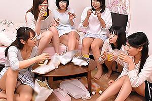 早川瑞希 美咲かんな 女子大生のお姉さん達が大騒ぎ!スカートからパンチラしてても気にしない