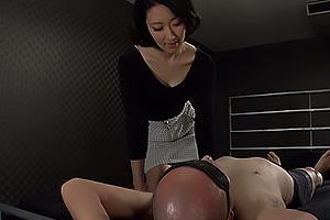 夏目あきら 長身の美人な現役秘書に痴女られる!激しいキスを交わして顔面騎乗で強制クンニ