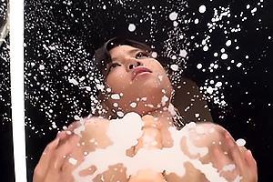 春日もな Iカップ超乳の美女がディルドをパイズリフェラ!興奮して母乳が大噴出しちゃう