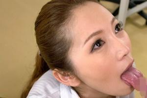 小川あさ美 美人女教師が教室や保健室で男子生徒の勃起ちんこを手コキフェラでヌク