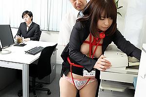 尾上若葉 同じ職場で働く旦那のいない間に上司に縛られて身体を弄ばれる巨乳人妻