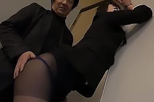 黒木いくみ 彼氏持ちの黒パンスト女子大生をNTR調教!パンツを脱がされアナルを凌辱