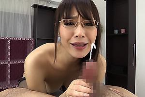 広瀬奈々美 巨乳メガネお姉さんのお上品過ぎる卑猥な淫語フェラチオ抜き