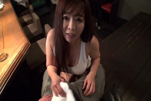 KAORI ムチムチ巨乳のコスプレBAR店員!カウンターでヤリ過ぎ手コキ接待!