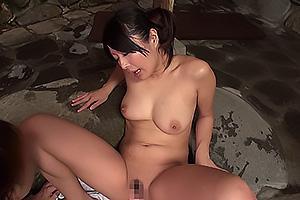 混浴温泉で見つけた巨乳美女に勃起ちんぽを見せつける!そのままイラマチオさせバックでガン突き