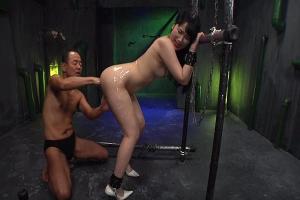 宮崎あや ビキビクおまんこ痙攣させながらイラマチオで犯される美尻な美少女性奴隷