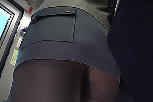 夏希みなみ 満員バスでタイトスカートに黒パンストのお姉さんを発見!欲情してちんぽを擦りつけ痴漢行為