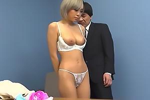 藤本紫媛 高額アルバイトで誘い込んだGカップ爆乳の黒ギャル!目の前で脱衣させ下着姿にさせる