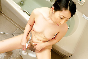 楠由賀子 垂れ乳ぽっちゃり熟女がシャワーオナニーで絶頂!息子のちんこをフェラしちゃう
