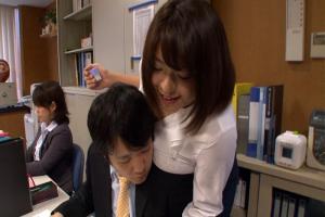 杏美月 爆乳のお姉さんがおっぱいを揺らしながら激しいオナニーで感じまくる