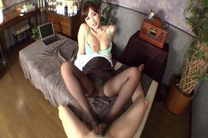 篠田ゆう 巨乳美脚お姉さんの黒パンスト足裏舐めながらセンズリ足コキで射精させてもらう
