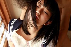 浅田結梨 美少女JKが媚薬でマンコぐちょぐちょ手マンで潮吹き絶頂腰振りっぱなし