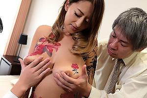 吹石れな 部下に調教されメスブタ奴隷になった全身タトゥーの垂れ巨乳女上司!