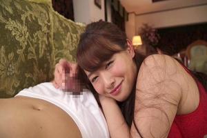 白石茉莉奈 ソファで寝ている息子の友達を下着姿で乳首やちんぽを舐めるド変態ママ