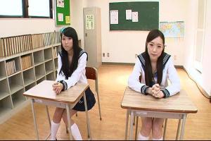 瀬奈まお 逢月はるな 学校のテスト中にパンチラで教師を誘惑する淫乱JK