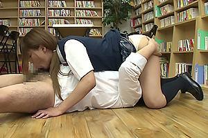 大島薫 制服女装した男の娘!パンツからハミ出したデカマラ巨根をフェラしてシックスナイン