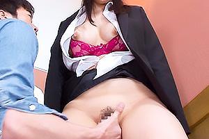 水城りの リクルートスーツ姿の巨尻娘にイキ我慢を強要!手マン責めからの肉棒挿入で辱める!