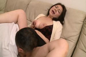 富岡亜澄 Hカップの爆乳熟女の濃厚セックス!熟した六十路の躰を執拗に舐め回されアクメ!