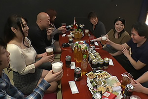 麻田さゆり 志村朝子 五十路熟女たちと合コンでエッチな話題も出てきてイイ雰囲気に