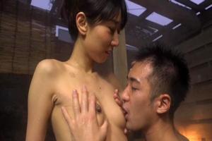 森崎りか スレンダー熟女母が露天風呂で乳首舐められ息子チンコをフェラしちゃう