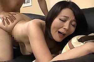 円城ひとみ 娘婿の若いチンポにむしゃぶり濃厚フェラに中出し精液たっぷり受け止める性愛巨乳母